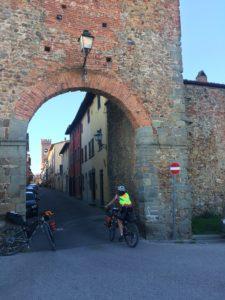 Roma Rovereto Viaggiatore Lento ciclovia viaggio pellegrino pellegrinaggio magna Via Francigena bikepacking etruschi Canterbury abate Sigerico Montecarlo