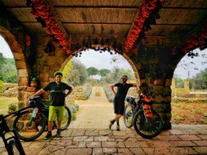 Via Francigena del sud, viaggiatore lento, Salsa Fargo, gravel, bicicletta da viaggio, bici da viaggio,Il Salento, la Puglia in bici, viaggiare in bicicletta in Puglia, Il Salento in bici, Salento in bicicletta, ciclovia dell'acquedotto pugliese, ciclabili in puglia, vacanze in puglia, cicloviaggio in puglia, organizzare un cicloviaggio in puglia, viaggio in puglia