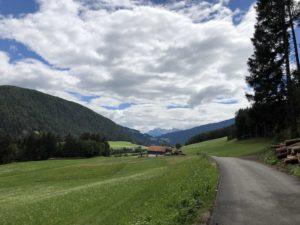 val punteria in bicicletta, ciclabile della val pusteria sudtirol Alto Adige dolomiti viaggiatore lento