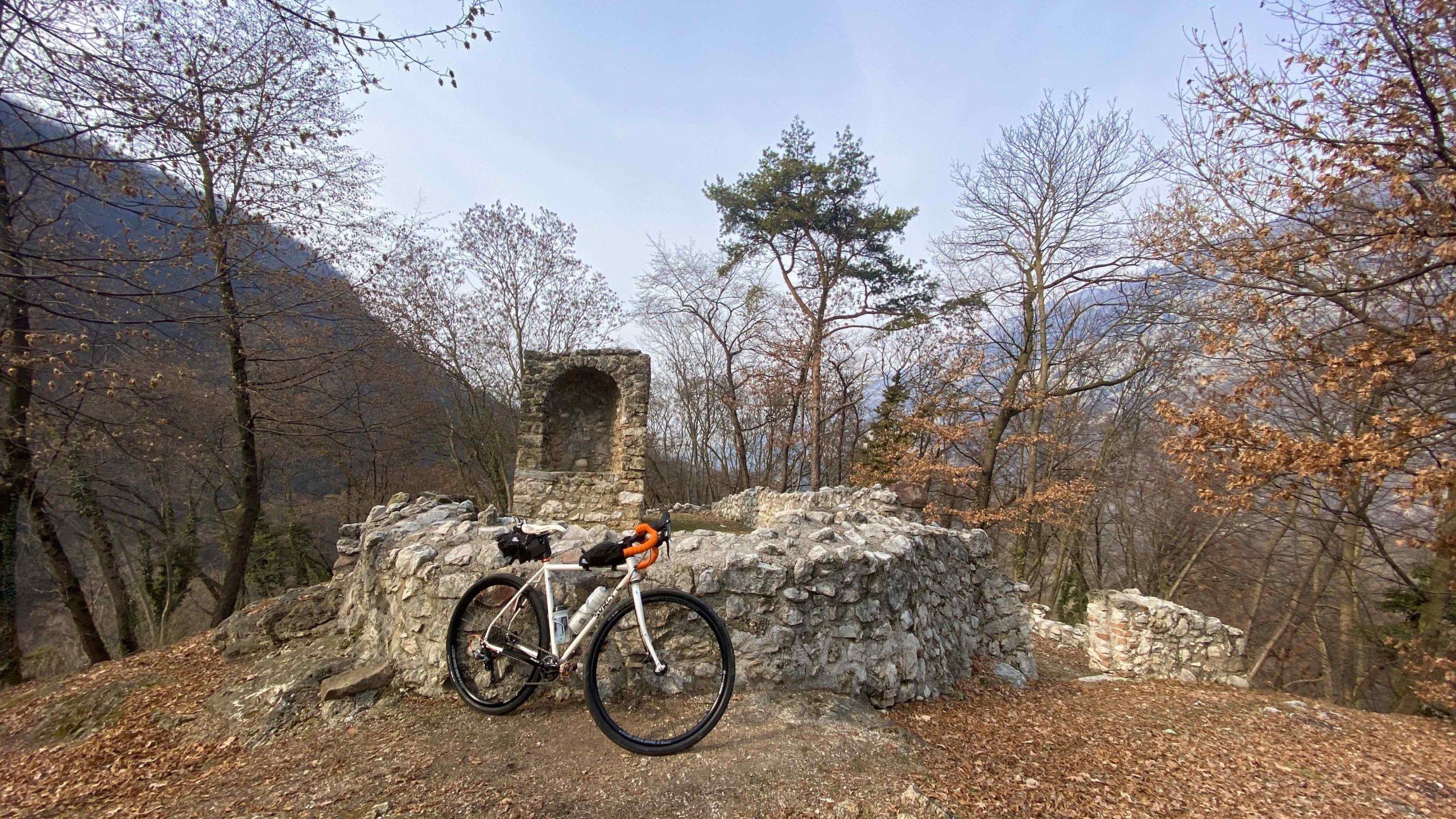 pista ciclabile Adige garda, ciclabili in trentino, viaggiare in bici, viaggiatore lento, viaggi in bici, ciclovia, lago di garda, ciclabili sul Garda, ciclabile del garda, lago di Loppio, cicloturismo, ciclovia,