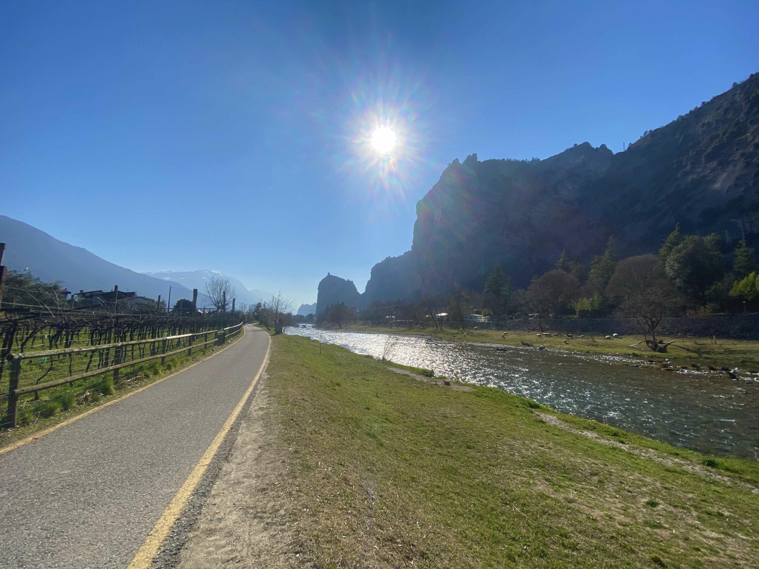 ciclabile del sarca, Trentino, Valle dei laghi, Lago di Garda, Garda Lake, Gradasse, vacanze in trentino. vacanze sul Garda, ciclabili trentine, vacanza in bici, vacanza in bici in trentino, in bici sul lago, viaggiatore lento, laghi, castelli, cultura, cicloturismo in trentino. outdoor