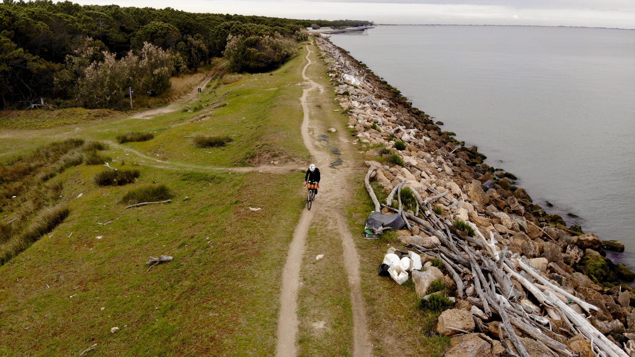 Ciclovia del Po, parco del delta del po in bici, vacanze in veneto, ponti di barche sul po, la lunga via dei fiumi, viaggiatore lento, viaggiare in bici, verona in bicicletta, ciclabile dell'adige, ciclovia del sole, eurovelo 7, ciclovia del Po, vacanze sul po in bici, , viaggiare in bicicletta, vacanze in bicicletta, Lido di Volano, bikepacking, il veneto,