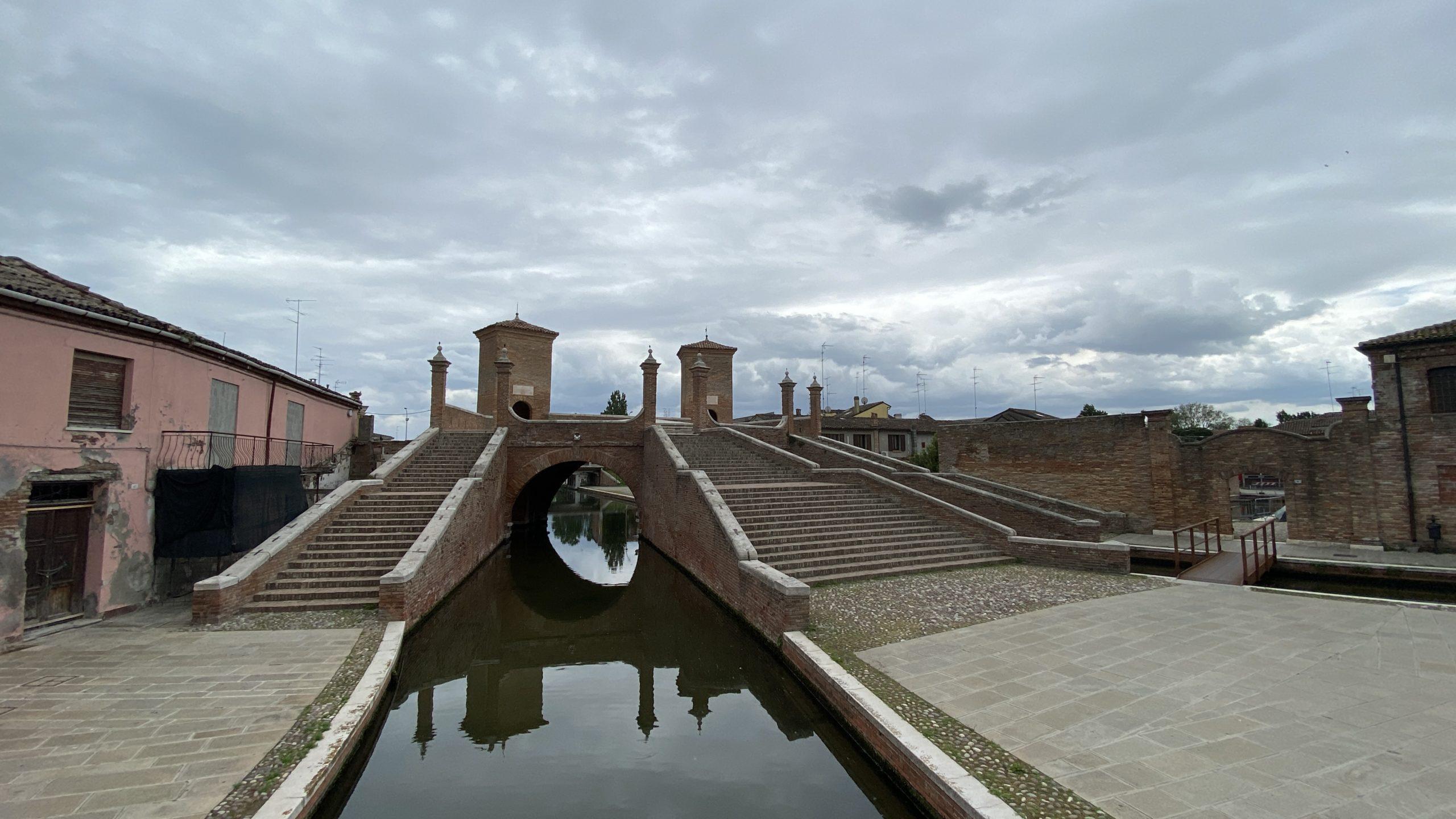 Comacchio, Delta del Po in bici, ciclabile del Po, Parco del delta del po, viaggiatore Lento, Lunga via dei fiumi, cicloturismo, viaggiare in bicicletta, vacanze in bici, veneto, bikepacking,