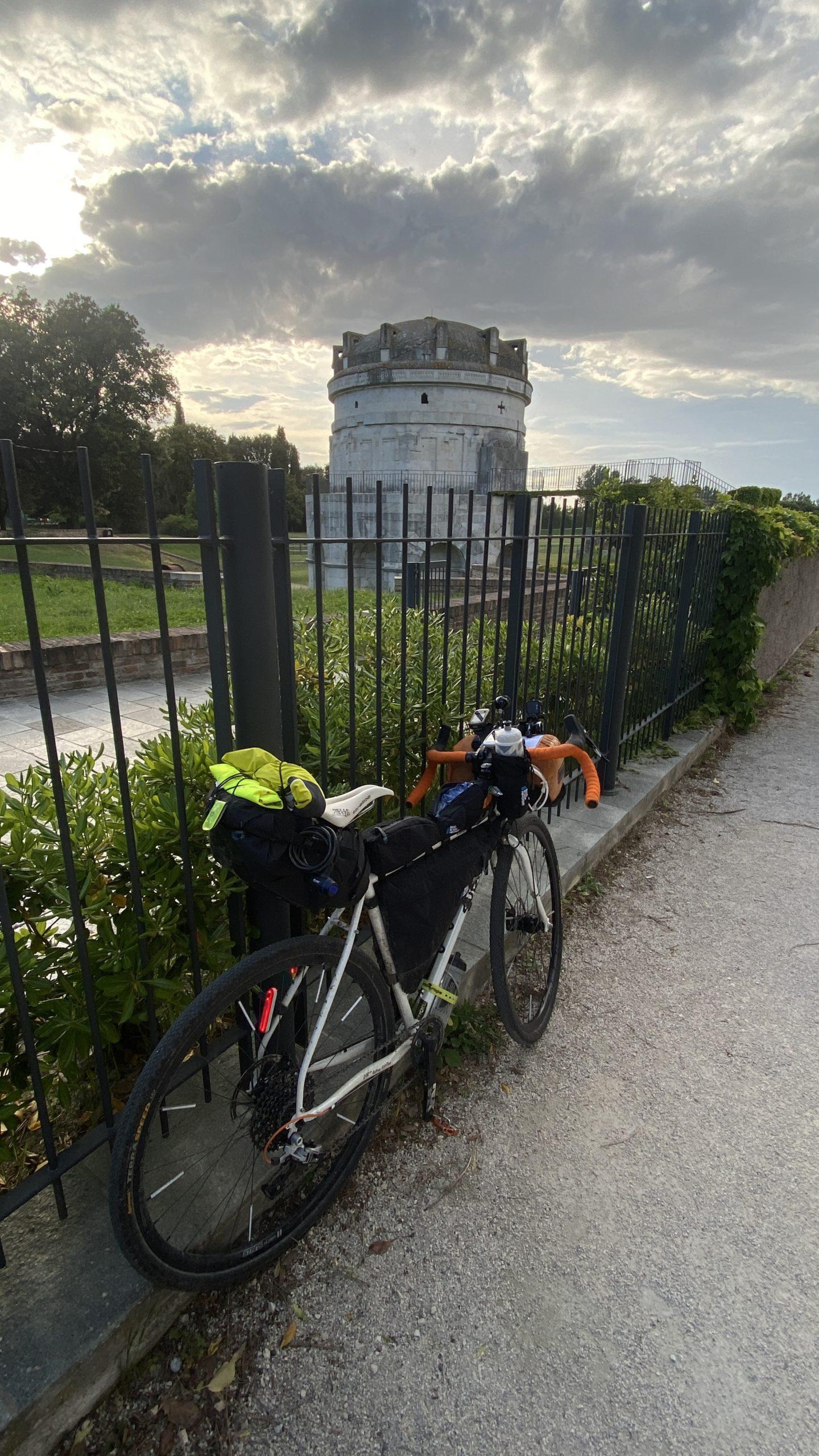la lunga via dei fiumi, viaggiatore lento, viaggiare in bici, verona in bicicletta, ciclabile dell'adige, ciclovia del sole, eurovelo 7, ciclovia del Po, vacanze sul po in bici, lago di garda in bici, viaggiare in bicicletta, vacanze in bicicletta, Ravenna, patrimonio UNESCO, bikepacking, il veneto,