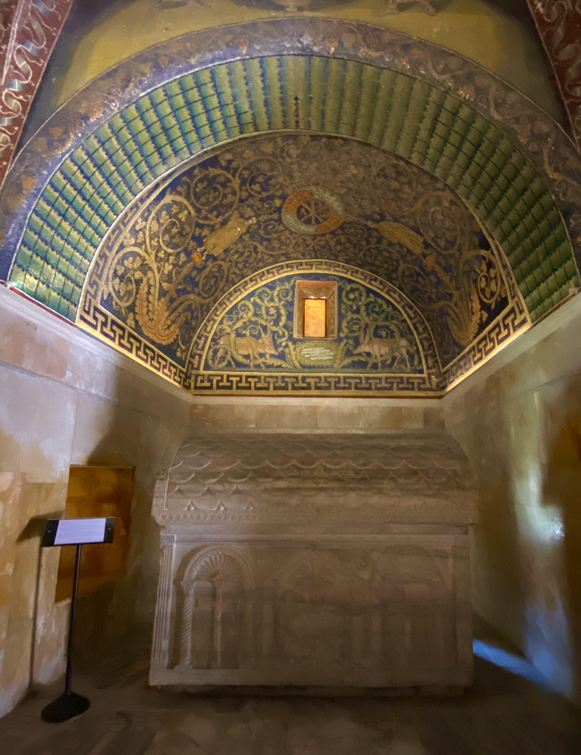 Ravenna, patrimonio unesco. mosaici bizantini, basilica di San Vitale, lunga via dei fiumi, viaggiatore lento.