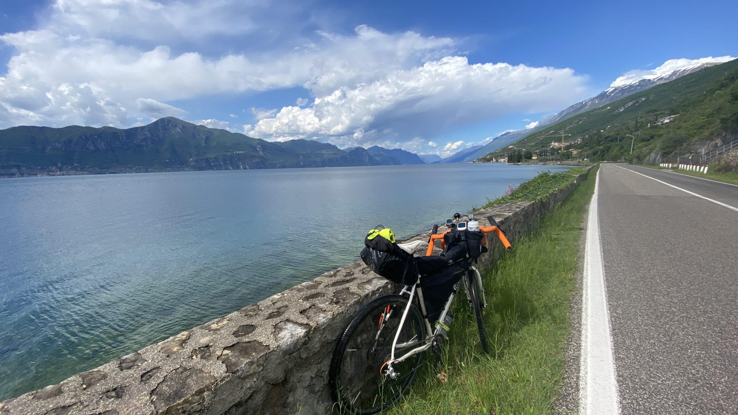 ciclovia del garda, viaggiatore lento, viaggiare in bici, verona in bicicletta, ciclabile dell'adige, ciclovia del sole, eurovelo 7, lago di garda in bici, viaggiare in bicicletta, vacanze in bicicletta, bikepacking, trentino in bici, il veneto,
