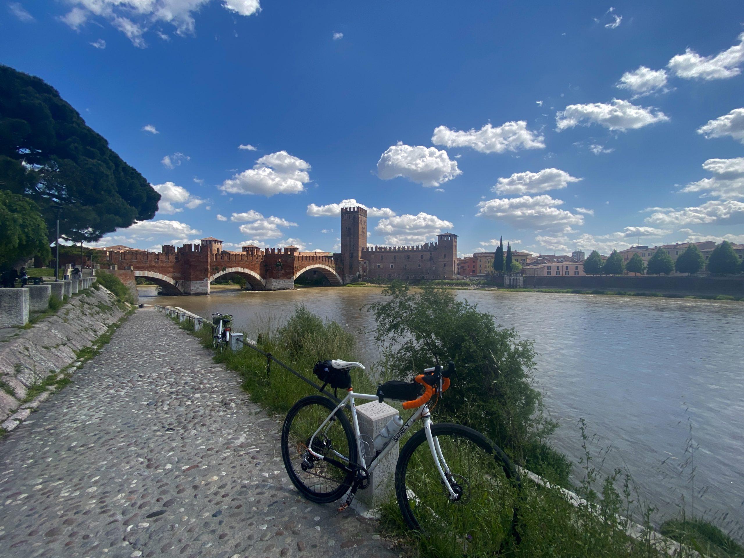 Ciclovia del Po, parco del delta del po in bici, vacanze in veneto, ponti di barche sul po, la lunga via dei fiumi, viaggiatore lento, viaggiare in bici, verona in bicicletta, ciclabile dell'adige, ciclovia del sole, eurovelo 7, ciclovia del Po, vacanze sul po in bici, , viaggiare in bicicletta, vacanze in bicicletta, bikepacking, il veneto,
