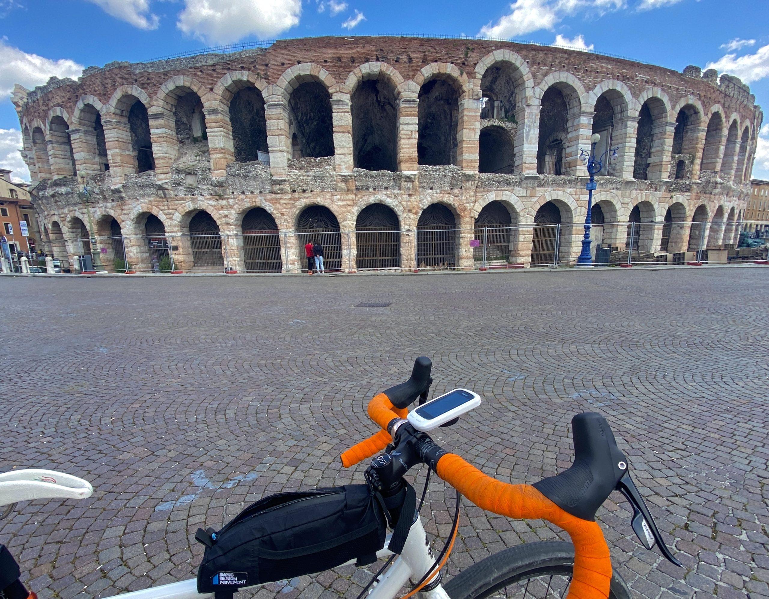Ciclovia del Po, parco del delta del po in bici, vacanze in veneto, ponti di barche sul po, la lunga via dei fiumi, viaggiatore lento, viaggiare in bici, verona in bicicletta, ciclabile dell'adige, ciclovia del sole, eurovelo 7, ciclovia del Po, vacanze sul po in bici, , viaggiare in bicicletta, vacanze in bicicletta, Verona, arena di Verona, bikepacking, il veneto,