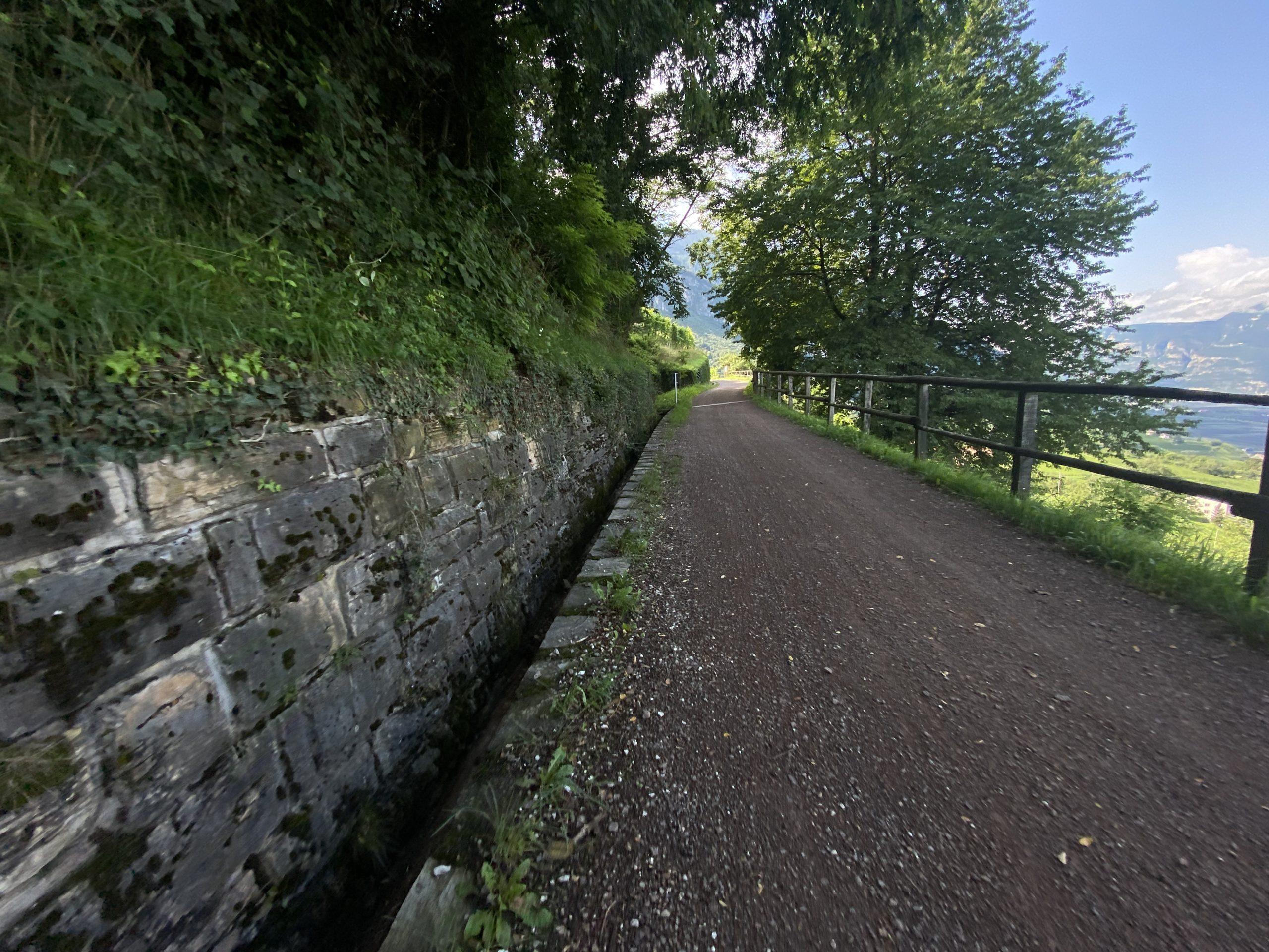 viaggiatore lento, viaggiare in bicicletta in italia, cìvacanze in bici in italia, cicloturismo in italia, gravel in Trentino Alto Adige, pedalando sulle dolomiti, il trentino in gravel, bikepacking in Trentino Alto Adige,